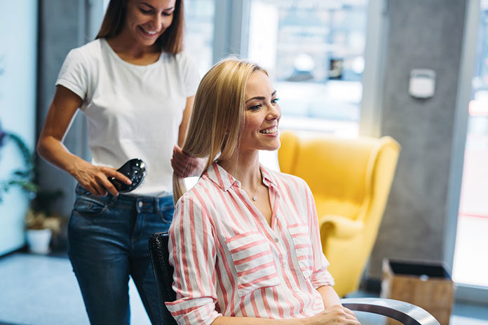Najlepszy fryzjer i kosmetyczka w Krakowie? Wiemy, jak ich znaleźć!