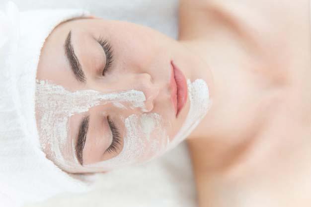 Kiedy warto udać się na peeling chemiczny?