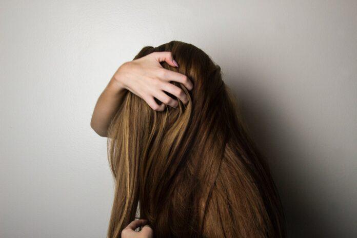 Jak wzmocnić włosy i pobudzić ich porost