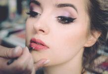 Jak narysować kreskę eyelinerem