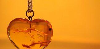 Bursztyn jest wykorzystywany nie tylko do produkcji biżuterii